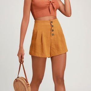 Lulus • High waisted Pleated Shorts Camel